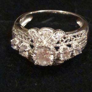 Jewelry - EUC elegant 925 sterling silver ring w/ stones